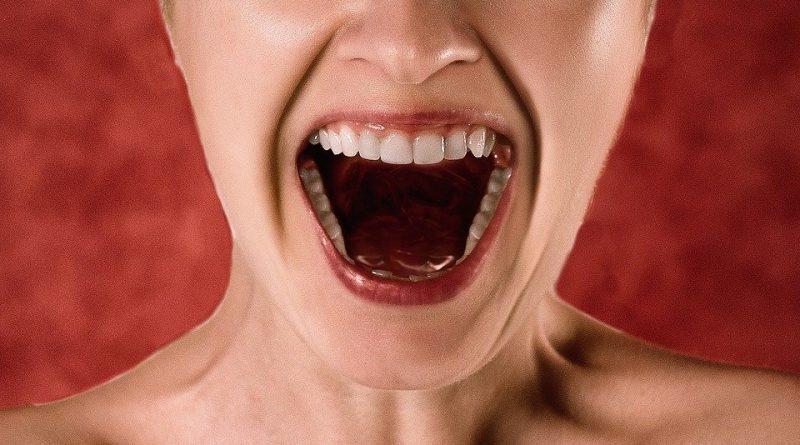 Návyky, které ničí vaše zuby. Skoncujte s nimi, dokud je čas