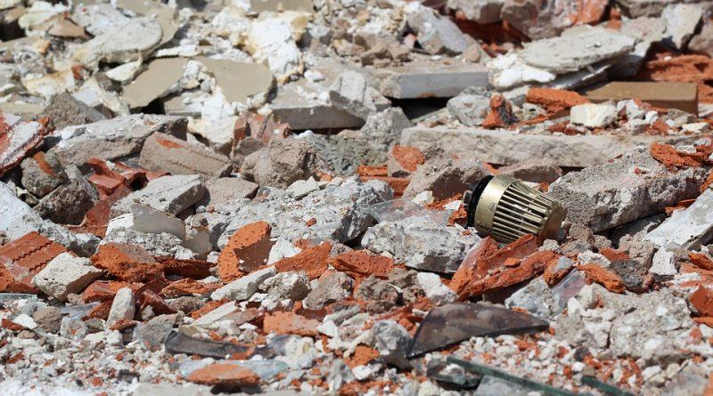 Stavební odpad nepatří do popelnice, ale kam s ním?
